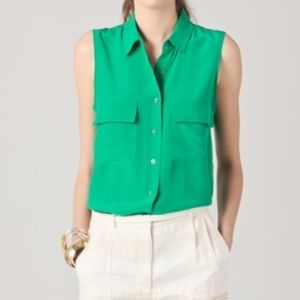 Equipment sleeveless, button front Blouse